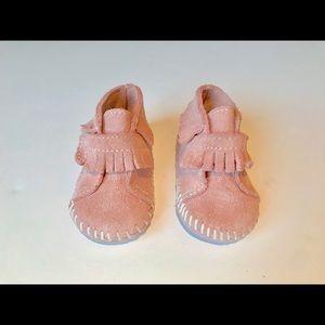 Minnetonka Moccasins Pink Size 2